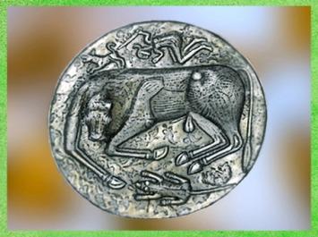 D'après un bovidé, chaudron de Gundestrup, métal or et argent, Ier siècle avjc, Danemark, art celte. (Marsailly/Blogostelle)