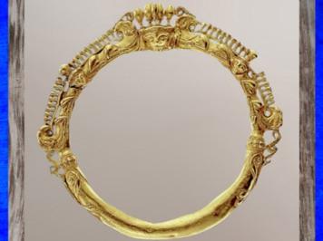 D'après un bracelet en or, vers 400 avjc, Rodenbach, Rhénanie, La Tène, deuxième âge du Fer, art Celte. (Marsailly/Blogostelle)
