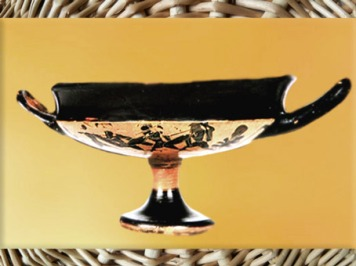 D'après une coupe attique à motifs de guerriers et d'amazones, mobilier funéraire de la tombe de Vix,Bourgogne, Ve siècle avjc, fin Hallstatt-La Tène, âge du Fer. (Marsailly/Blogostelle)