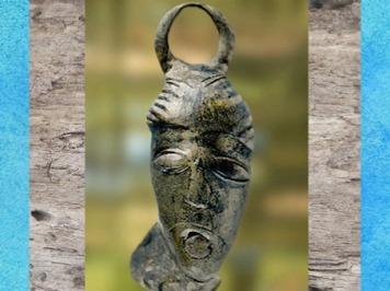 D'après un pendentif, masque anthropomorphe, bronze, tombe d'Orval, Manche, vers IIIe siècle avjc, La Tène, Gaule celtique, art Celte. (Marsailly/Blogostelle)