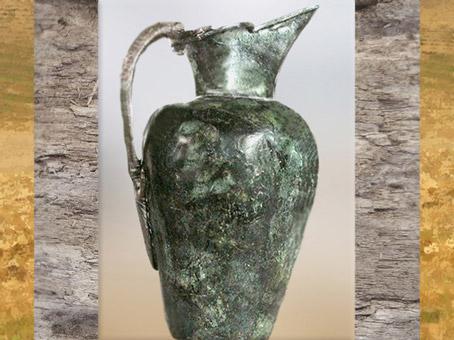 D'après une oenochoé étrusque, tombe celte de Vix, Bourgogne, Ve siècle avjc, fin Hallstatt-La Tène, âge du Fer. (Marsailly/Blogostelle)