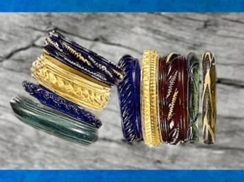 D'après des bracelets colorés, verre, émail et corail, IIIe-IIe siècle avjc, Gaule celtique, La Tène, âge du Fer. (Marsailly/Blogostelle)