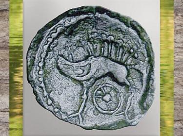 D'après un sanglier et rouelle, statère gaulois, bronze, Ier siècle avjc- Ier siècle apjc, La Tène, Gaule celtique. (Marsailly/Blogostelle)