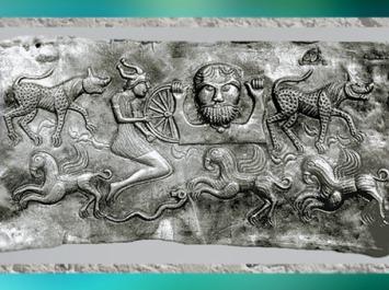 D'après un dieu celte barbu, qui porte une roue, chaudron de Gundestrup, or et argent, Ier siècle avjc, Danemark, art celte, âge du Fer. (Marsailly/Blogostelle)