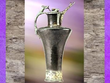 D'après une oenochée, décor animalier, bronze, émail et corail, Mozelle, IVe siècle avjc, La Tène, Gaule celtique, âge du Fer. (Marsailly/Blogostelle)