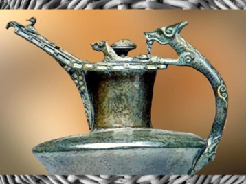 D'après une œnochée décor animalier, bronze, émail et corail, détail, Mozelle, IVe siècle avjc, La Tène, Gaule celtique, âge du Fer. (Marsailly/Blogostelle)