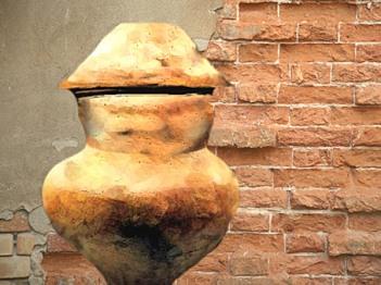 D'après des urnes funéraires gauloises, en terre cuite, La Tène, âge du Fer, Gaule celtique. (Marsailly/Blogostelle)