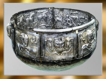 D'après le chaudron de Gundestrup, mythologie celtique, métal or et argent, Ier siècle avjc, Danemark, art Celte, âge du Fer. (Marsailly/Blogostelle)