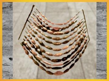 D'après un collier de perles d'ambre, période de Hallstatt premier âge du Fer, art Celte. (Marsailly/Blogostelle)