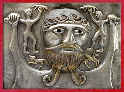 D'après un dieu celte et sangliers, chaudron de Gundestrup, métal, Ier siècle avjc, Danemark, âge du Fer. (Marsailly/Blogostelle)