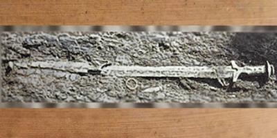 D'après une longue épée Hallstattienne en bronze, premier âge du Fer, art Celte. (Marsailly/Blogostelle)