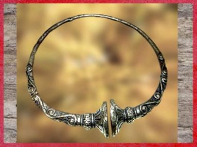 D'après un torque en bronze, motifs de esses, fin IVe siècle avjc, La Tène, deuxième âge du Fer, art Celte. (Marsailly/Blogostelle)