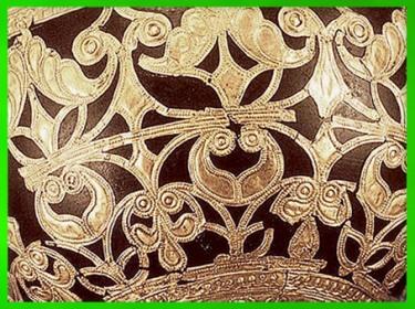 D'après un bol en bois retravaillé à la feuille d'or, détail, style végétal continu, IVe siècle avjc, Gaule celtique, âge du Fer. (Marsailly/Blogostelle)