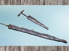 D'après une épée et poignard, sépulture masculine, IVe siècle avjc, Aisne, La Tène, Gaule Celtique âge du Fer. (Marsailly/Blogostelle)