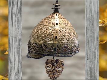 D'après le casque d'Agris, fer, bronze, or et corail, IVe siècle avjc, La Tène, Charente, Gaule celtique, âge du Fer, art Celte. (Marsailly/Blogostelle)