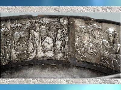 D'après des scènes mythiques, chaudron de Gundestrup, or et argent, Ier siècle avjc, Danemark, art Celte, âge du Fer. (Marsailly/Blogostelle)
