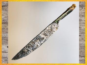 D'après un grand couteau en Fer, tombe celte, Aisne, La Tène, Gaule Celtique, âge du Fer. (Marsailly/Blogostelle)