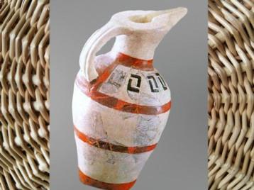 D'après une poterie au décor géométrique, style de Hallstatt, premier âge du Fer. (Marsailly/Blogostelle)