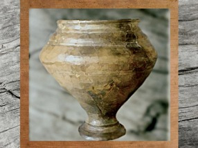 D'après une élégante céramique carénée, La Tène, âge du Fer. (Marsailly/Blogostelle)
