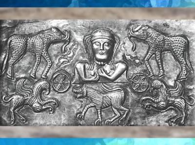 D'après une déesse celtique, animaux et roues, chaudron de Gundestrup, or et argent, Ier siècle avjc, art celte, Danemark, âge du Fer. (Marsailly/Blogostelle)