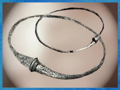D'après des torques en bronze, à tampons, Picardie, Gaule Celtique, âge du Fer. (Marsailly/Blogostelle)
