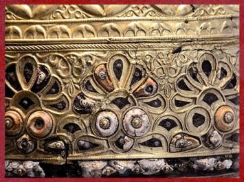 D'après le casque d'Agris, palmettes, or et corail, style végétal, IVe siècle avjc, La Tène, Charente, Gaule celtique, âge du Fer. (Marsailly/Blogostelle)