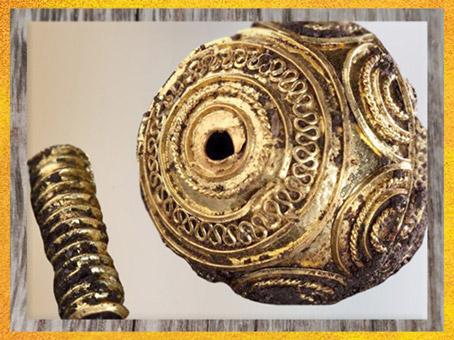 D'après des perles, or, tombe celte de la Dame de Heuneburg, Allemagne, VIe siècle avjc, période de Hallstatt, Premier âge du Fer. (Marsailly/Blogostelle)