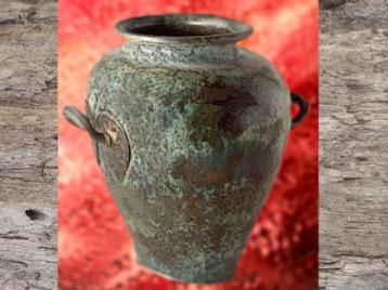 D'après stamnos, vase à vin étrusque, mobilier funéraire celte, vers le Ve siècle avjc, La Tène, Gaule Celtique, âge du Fer. (Marsailly/Blogostelle)