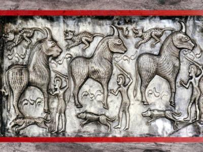 D'après des bovidés, chaudron de Gundestrup, métal or et argent, Ier siècle avjc, Danemark, âge du Fer, art celte. (Marsailly/Blogostelle)