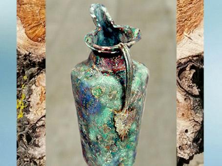 D'après une œnochoé étrusque, bronze, motif italique de palmette, mobilier funéraire celte, La Tène, âge du Fer. (Marsailly/Blogostelle)