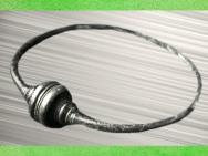 D'après un torque gaulois, à tampons en timbale, bronze, Picardie, France, Gaule celtique. (Marsailly/Blogostelle)
