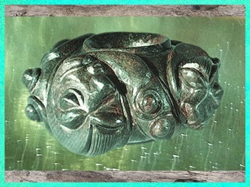 D'après un anneau passe-guide, bronze, poisson, style plastique, IIIe siècle avjc, La Tène, Gaule celtique, France, art Celte. (Marsailly/Blogostelle)