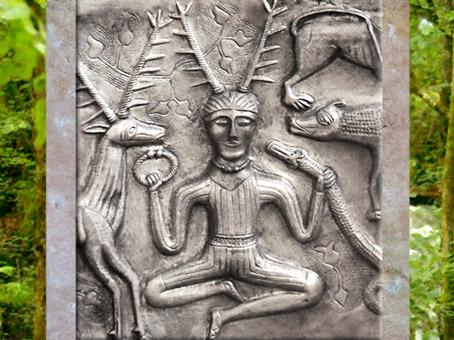D'après ledieu celte au torque, chaudron deGundestrup,métal or et argent, Ier siècle avjc, Danemark, art celte. (Marsailly/Blogostelle)