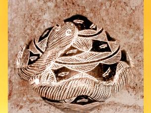 D'après un maracas à motif de serpent, argile, Djenne, Mali, art africain. (Marsailly/Blogostelle)