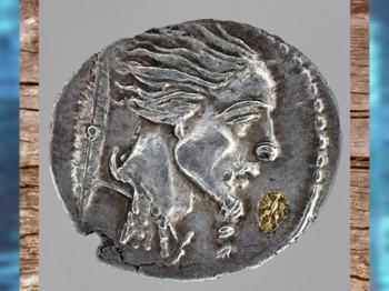 D'après un portrait de Vercingétorix et chaînes, monnaie, Ier siècle apjc, époque de la Gaule Romaine. (Marsailly/Blogostelle)