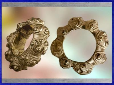 D'après un bracelet à triskèles, bronze, style plastique, Tarn, IIIe siècle avjc, La Tène, Gaule celtique, France, art Celte. (Marsailly/Blogostelle)
