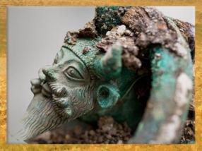 D'après le dieu fluvial Acheloos, tombe princière celte de Lavau, Ve siècle avjc, fin Hallstatt-La Tène, âge du Fer. (Marsailly/Blogostelle)