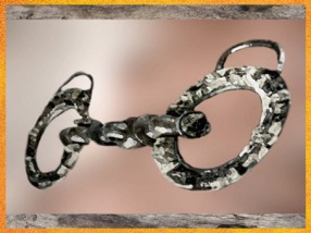 D'après un mors de cheval, bronze et corail, Manche, La Tène ancienne, Gaule Celtique, âge du Fer. (Marsailly/Blogostelle)