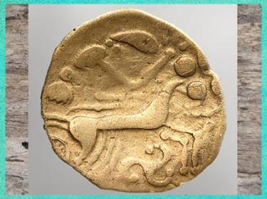 D'après un cheval, triskèle et hache, statère, Ier siècle avjc, Autun, peuple Eduens, La Tène, art Celte, âge du Fer. (Marsailly/Blogostelle)
