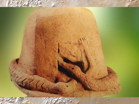 D'après le thème du serpent cosmogonique, terre cuite, Mali, art africain. (Marsailly/Blogostelle)