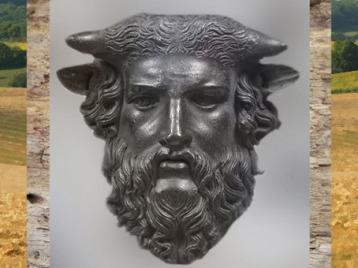 D'après la figure du dieu cornu fluvial Acheloos, Ier siècle avjc, époque de la Gaule Romaine. (Marsailly/Blogostelle)