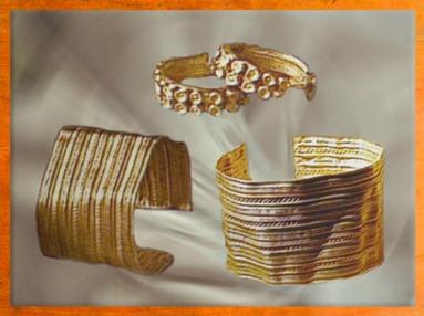 D'après des bijoux en or, bracelets de la période de Hallstatt, premier âge du Fer. (Marsailly/Blogostelle)