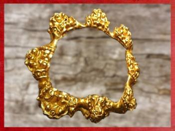 D'après un bracelet en or au décor en relief, Aurillac, III-IIe siècle avjc, La Tène, Gaule celtique, France, art Celte. (Marsailly/Blogostelle)