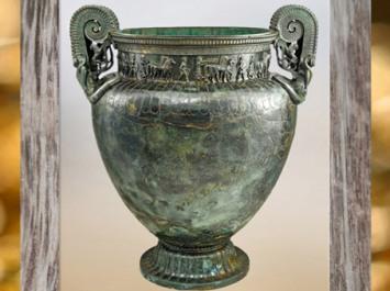 D'après le grand cratère en bronze, à frise, tombe celte de Vix, Bourgogne, Ve siècle avjc, fin Hallstatt-La Tène, âge du Fer. (Marsailly/Blogostelle)