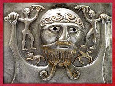 D'après un dieu celte et sangliers, chaudron de Gundestrup, métal, Ier siècle avjc, Danemark, art Celte, âge du Fer. (Marsailly/Blogostelle)