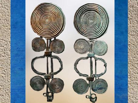 D'après des fibules bronze spiralées, début Xe siècle avjc, fin âge du Bronze, style celtique. (Marsailly/Blogostelle)