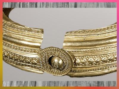 D'après un torque en or, détail, motifs solaires et frises, VIe siècle avjc, Uttendorf, période de Hallstatt, premier âge du Fer, art Celte. (Marsailly/Blogostelle)