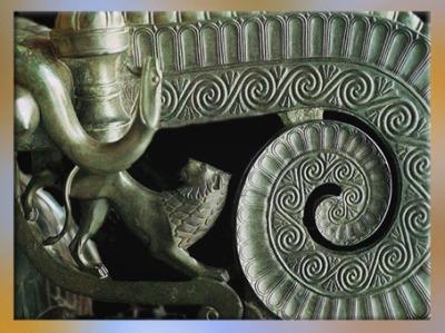 D'après un détail du cratère de Vix, tombe celte de Vix, Ve siècle avjc, Bourgogne, fin Hallstatt-La Tène, âge du Fer. (Marsailly/Blogostelle)