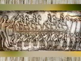D'après des guerriers, chaudron de Gundestrup, métal or et argent, Ier siècle avjc, âge du Fer, Danemark. (Marsailly/Blogostelle.)