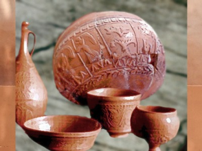 D'après des céramiques sigillées moulées et soigneusement décorées, Ier-IIe siècles apjc, Gaule Romaine. (Marsailly/Blogostelle)